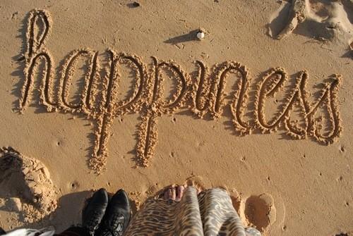 635965455509682298-1845612489_happiness